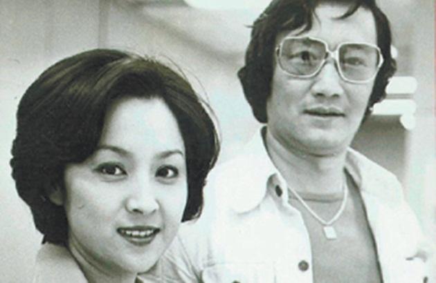 """"""" 她为《海鸥飞处》来新宣传,过境香港时,谢贤向她求婚,甄珍没考虑就"""
