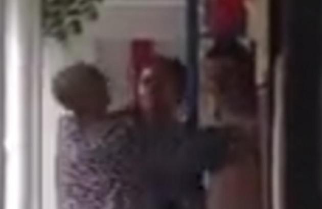 女虐女视频_偷拍女虐母视频 br />邻居:忍无可忍揭发