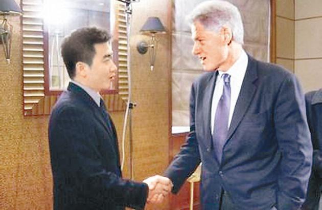芮成钢曾采访美国前总统克林顿.